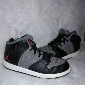 Girl 2.5 Jordan Sneakers Good shape